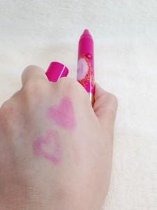フラワーリップクレヨン(ローズピンク)の発色