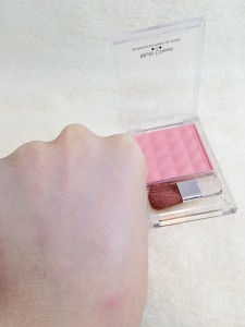 エルファーマルチチーク(ピンク)の発色