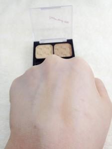 100円クレヨンタッチミーSTアイブローパウダー(ライトブラウン)の発色