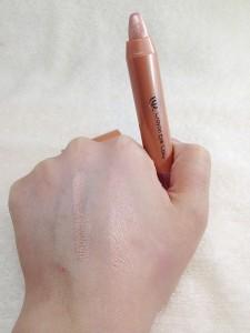 ACクレヨンアイカラー(シャンパンピンク)の発色