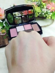 ダイヤモンドアイシャドウピンクの発色