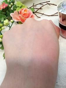 ハピネスパフ付きチークピンク発色