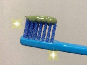 緑色の歯磨き粉